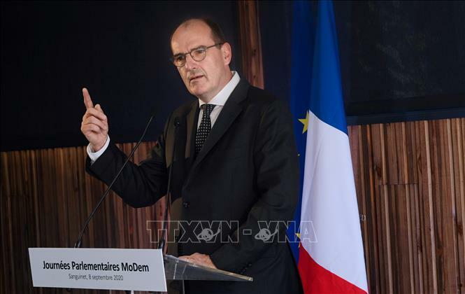 Thủ tướng Pháp tự cách ly sau khi phu nhân nhiễm virus SARS-CoV-2 - ảnh 1