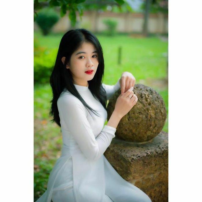 Nàng thơ xinh tựa thiên thần trong áo dài trắng đốn tim cộng đồng mạng