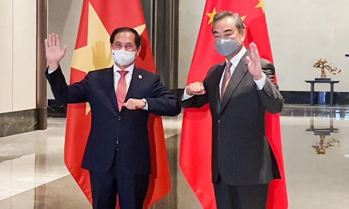 Việt Nam đề nghị Trung Quốc tìm giải pháp lâu dài cho vấn đề Biển Đông - ảnh 1