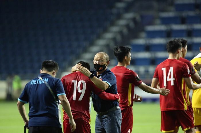 Chủ tịch nước tặng thưởng 1 tỷ đồng cho đội tuyển Việt Nam - ảnh 1