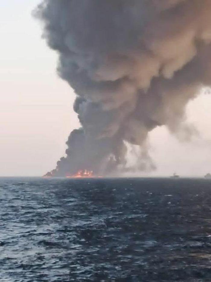 Hình ảnh vụ cháy tàu Hải quân Iran