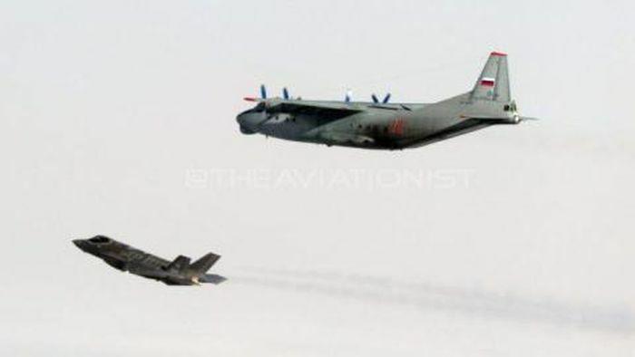 Italia lần đầu khoe ảnh F-35 chặn An-12 Nga - ảnh 1