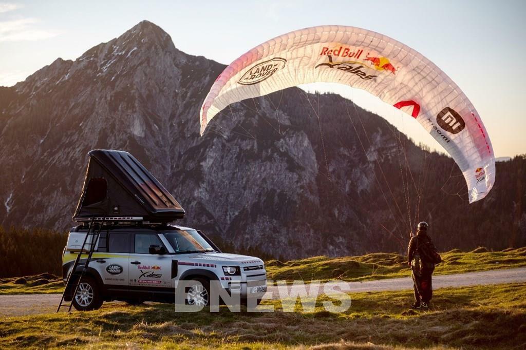 Land Rover Defender hỗ trợ cho giải đua mạo hiểm và khắc nghiệt nhất thế giới - ảnh 1