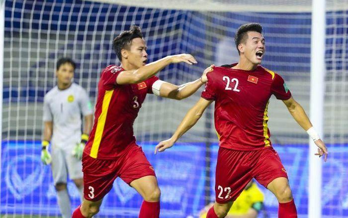 Thắng kịch tính Malaysia, tuyển Việt Nam gây ấn tượng với truyền thông quốc tế - ảnh 1