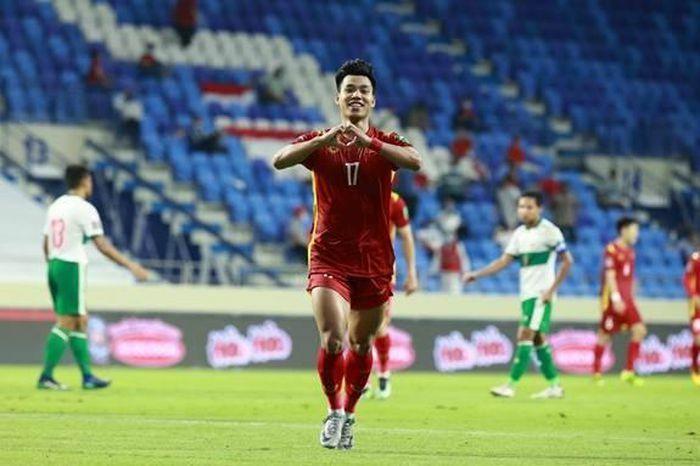 Văn Thanh ''lộ'' body cực phẩm khi ăn mừng bàn thắng trong trận đấu giữa ĐT Việt Nam và ĐT Indonesia - ảnh 1