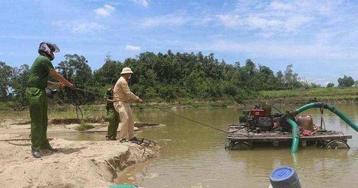 Công an thành phố Quảng Ngãi truy quyét cát tặc - ảnh 1