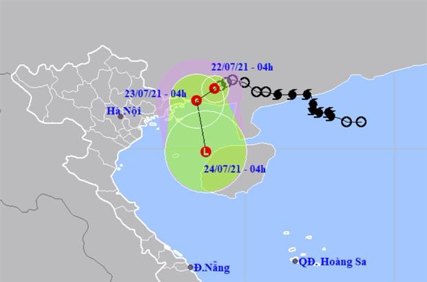 Áp thấp nhiệt đới áp sát Quảng Ninh, Hà Nội có mưa to, đề phòng lốc, sét và gió giật mạnh - ảnh 1