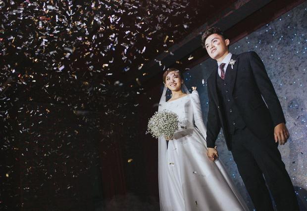"""Cặp duy nhất kết hôn ở Người Ấy Là Ai dù ở nhà giãn cách vẫn liên tục phát """"cẩu lương"""""""