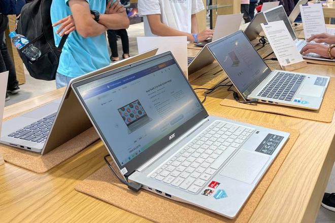 Vào mùa thấp điểm, laptop vẫn khan hàng, tăng giá tại Việt Nam - ảnh 1
