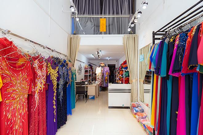 Bí quyết ''vàng'' khi chọn mua áo dài phái đẹp cần lưu ý - Áo dài Quỳnh Nguyễn bật mí - ảnh 1