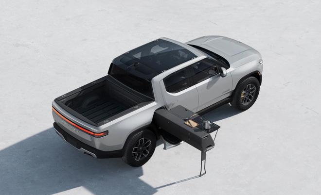 """Bán tải Rivian R1T với trang bị bếp từ đôi quá độc đáo khiến Tesla """"tái mặt"""""""