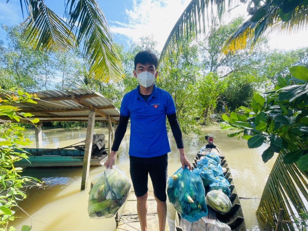 Áo xanh tình nguyện giúp dân tiêu thụ nông sản giữa lúc giãn cách xã hội