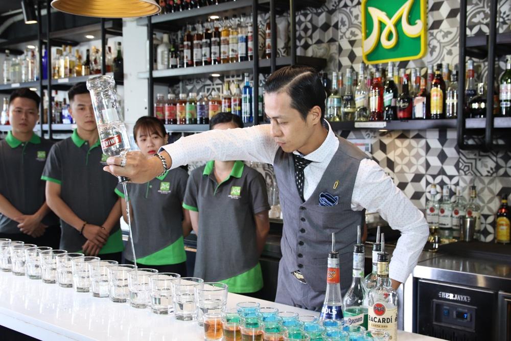 Đập tan suy nghĩ nghề bartender có môi trường phức tạp