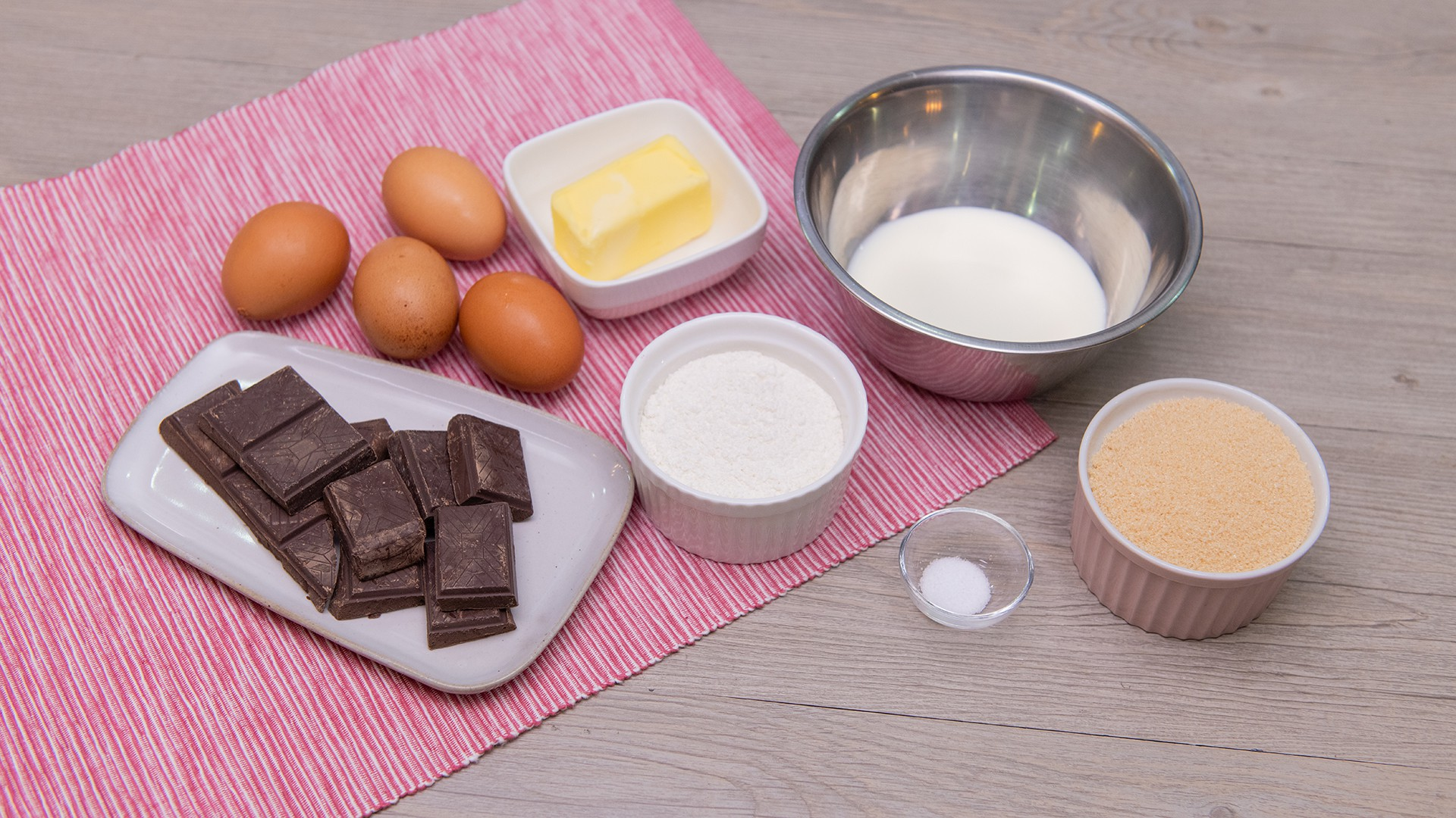 Công thức làm bánh chocolate tan chảy đảm bảo thành công dù vụng cỡ nào đi nữa