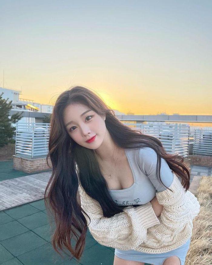 Hot girl xứ Hàn hút triệu follow nhờ đôi chân dài miên man - ảnh 1