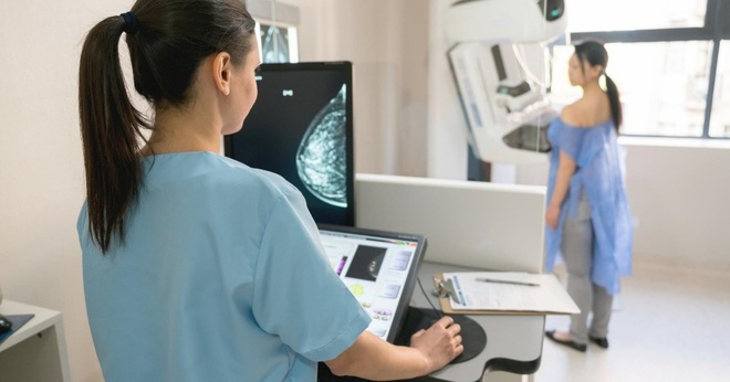Bệnh nhân ung thư vú cần biết điều này khi tiêm vắc xin phòng Covid-19?