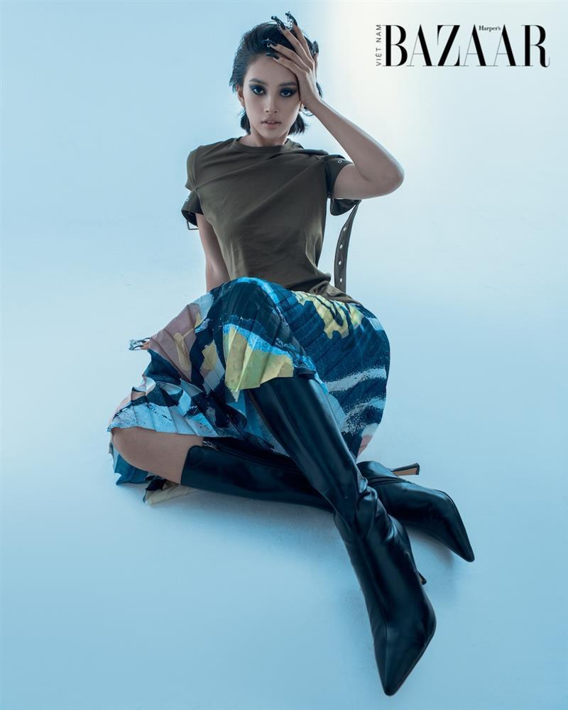 Hoa hậu Tiểu Vy thử hoá thân thành người ngoài hành tinh