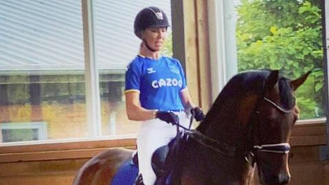 Vợ Asmir Begovic ghi điểm trước fan Everton - ảnh 1