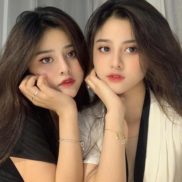 Cặp chị em sinh đôi nổi tiếng Sài thành, cô em xinh đẹp, gợi cảm đáng ngưỡng mộ