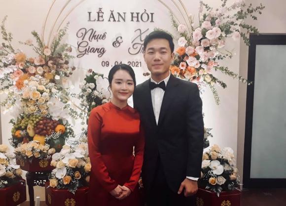 Lương Xuân Trường vui vẻ ăn uống cùng gia đình, nghi vấn bà xã hot girl đang mang bầu