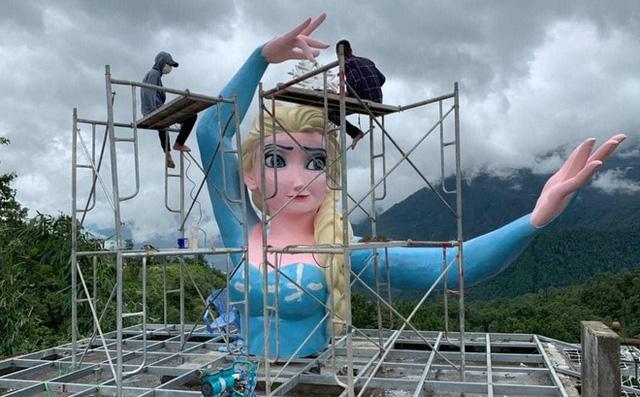 Đã tháo dỡ tượng Nữ hoàng Elsa tại Sa Pa - ảnh 1