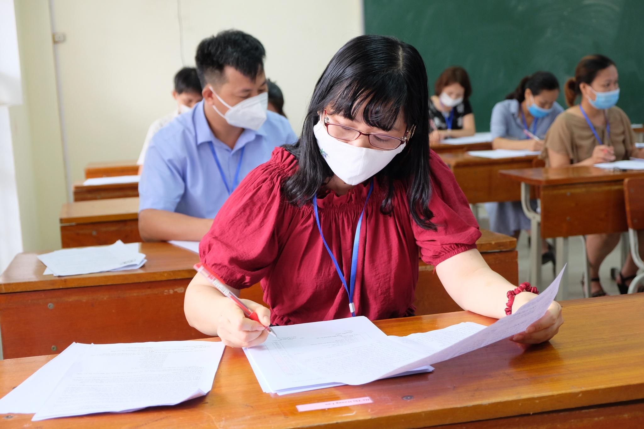 Giám khảo nói gì về đáp án và hướng dẫn chấm thi THPT môn ngữ văn ?