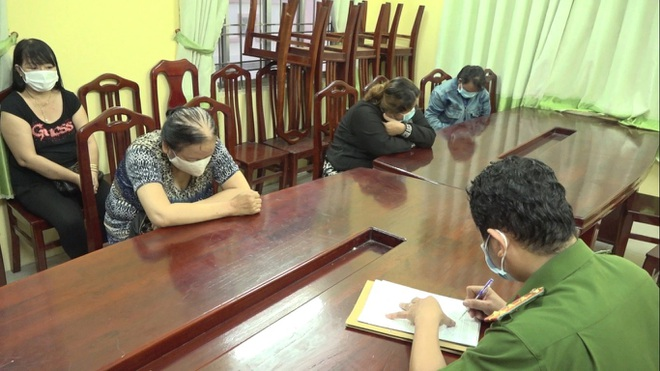 Tụ tập lúc cách ly xã hội, 6 phụ nữ bị đề nghị xử phạt 90 triệu đồng - ảnh 1