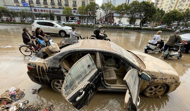 Cảnh tang thương ở Trịnh Châu: Dọn hầm ngập lụt, phát hiện nhiều xác người chết đuối - ảnh 1