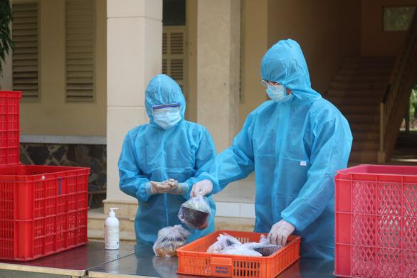 HỎI - ĐÁP về dịch COVID-19: Tình nguyện viên chống dịch COVID-19 được hưởng chế độ gì? - ảnh 1