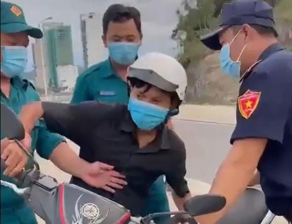 Tỉnh ủy Khánh Hòa chỉ đạo xử nghiêm vụ giữ xe của người đi mua bánh mì