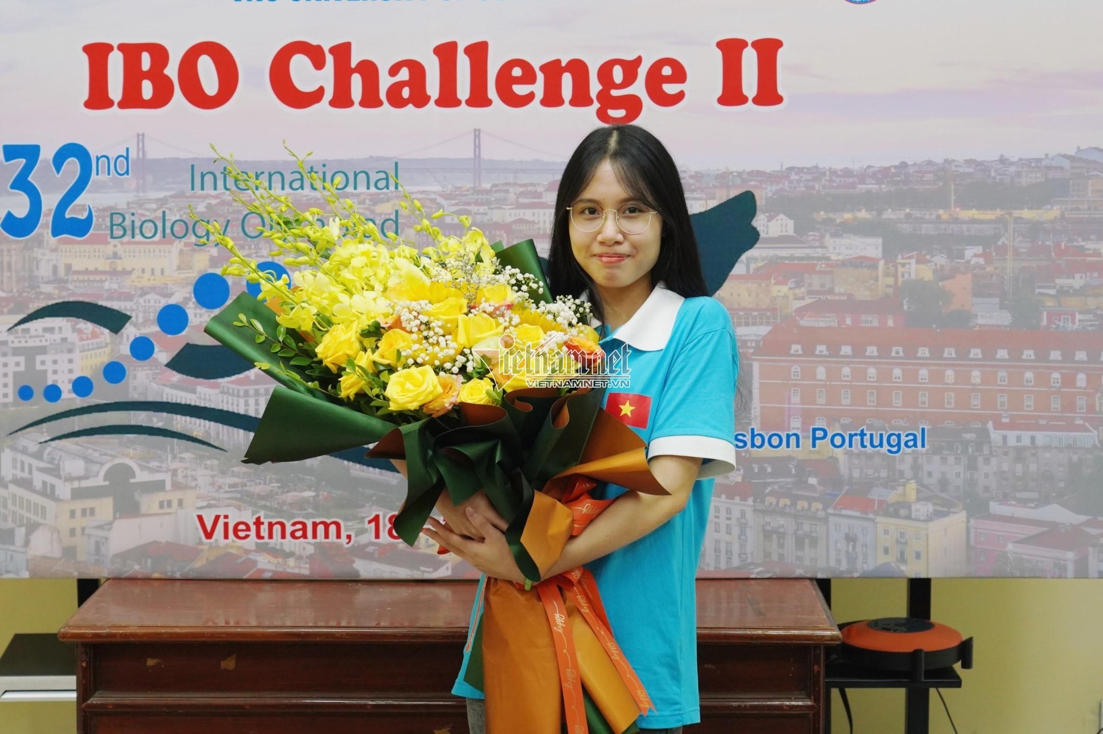 Nữ sinh Phú Thọ bật khóc vì 'đổi màu' huy chương Olympic quốc tế - ảnh 1