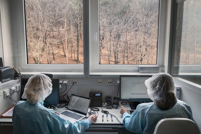 Bên trong cơ sở sản xuất vaccine Covid-19 của BioNTech - ảnh 1