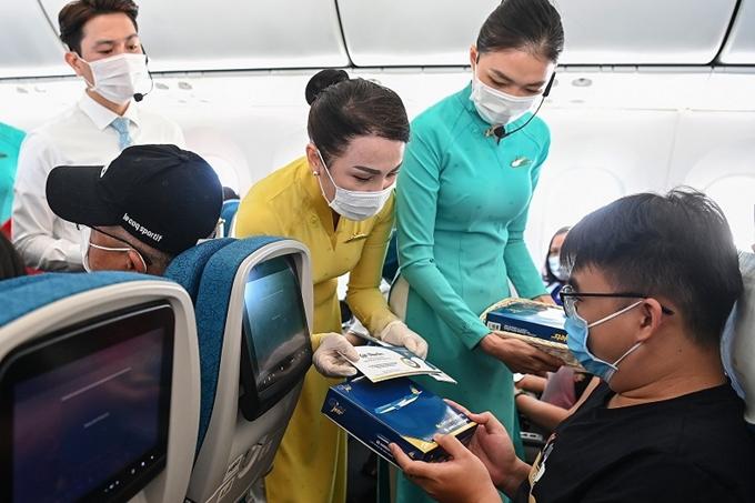 Khốn khó vì Covid-19, gần 9.700 lao động của Vietnam Airlines không có việc làm - ảnh 1