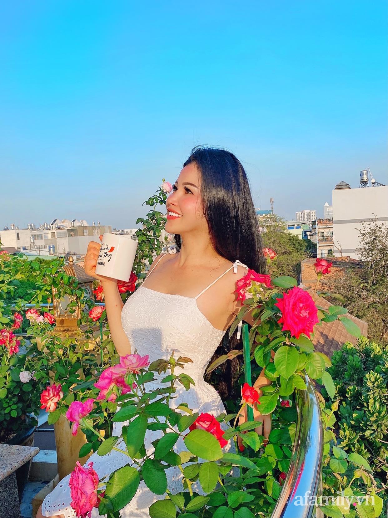 Sân thượng phủ kín hoa hồng và rau quả sạch ở Sài Gòn của Hoa hậu Janny Thủy Trần - ảnh 1