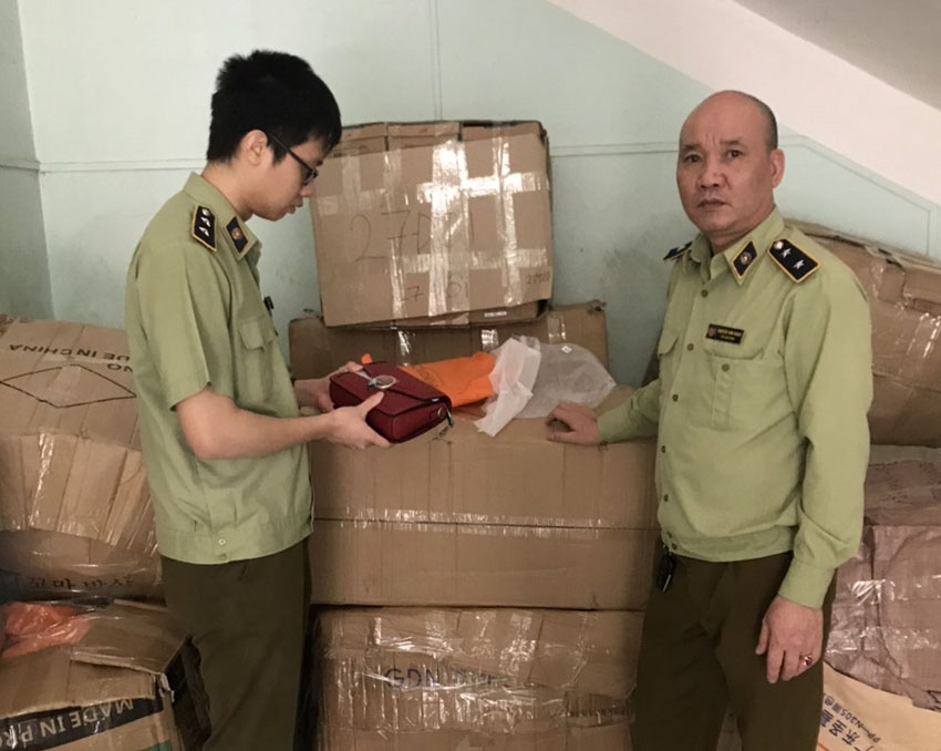 Lào Cai: Tạm giữ 1.440 sản phẩm nhập lậu - ảnh 1