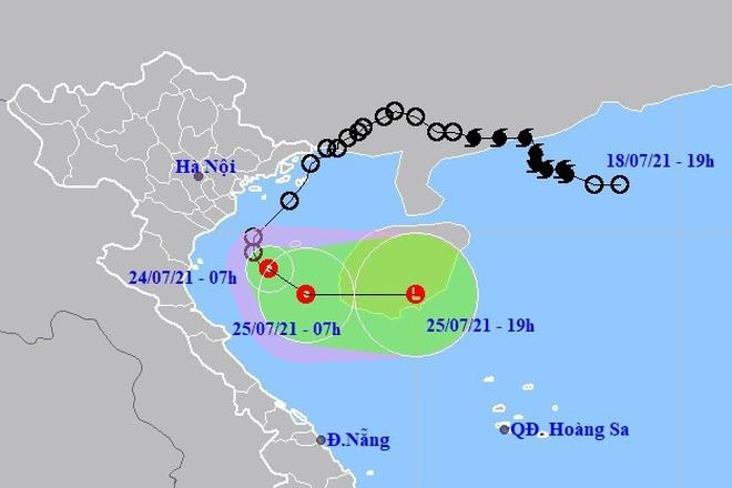 Áp thấp nhiệt đới đang gây mưa to ở nhiều tỉnh miền Trung - ảnh 1
