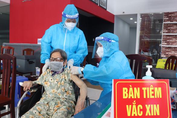 Ngày thứ 3 TP.HCM tiêm vắc xin đợt 5, thêm ''mũi nhọn'' phòng chống dịch - ảnh 1
