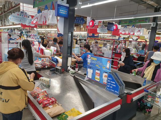 Khánh Hòa: Tạm ngừng hoạt động chợ truyền thống, dân đổ xô đi siêu thị