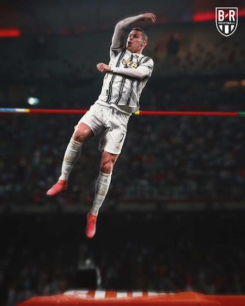 Ronaldo thi nhảy cao, Messi hóa xạ thủ đóng vai VĐV tranh tài ở Olympic 2021 - ảnh 1