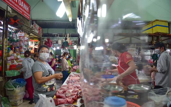 TP.HCM: Mở lại chợ phải khơi nguồn hàng - ảnh 1