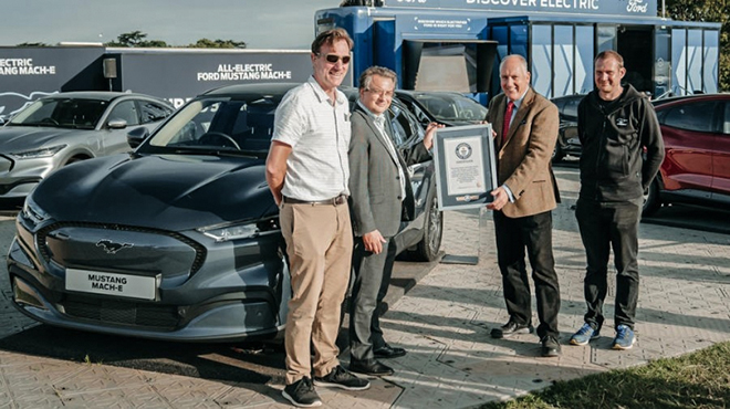 Xe điện Mustang Mach-E lập kỷ lục hơn 1.500km đi được trong 2 lần sạc - ảnh 1