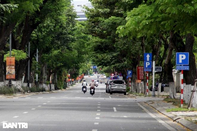 Đà Nẵng lập chốt kiểm tra ngẫu nhiên, phạt người ra đường không lý do - ảnh 1