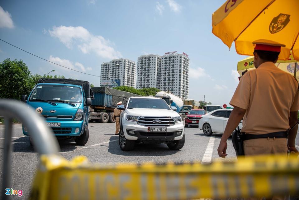 Tài xế tranh luận với CSGT khi Hà Nội cấm xe vào nội thành - ảnh 1
