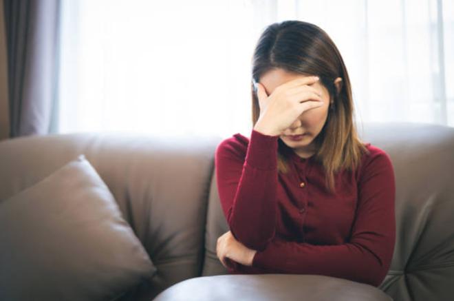 """Phát hiện nhóm chat """"hư hỏng"""" của chồng, vợ lập tức đòi ly thân"""