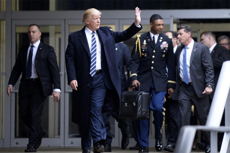 Hé lộ bí mật về ''quả bóng hạt nhân'' tổng thống Mỹ thời ông Trump - ảnh 1