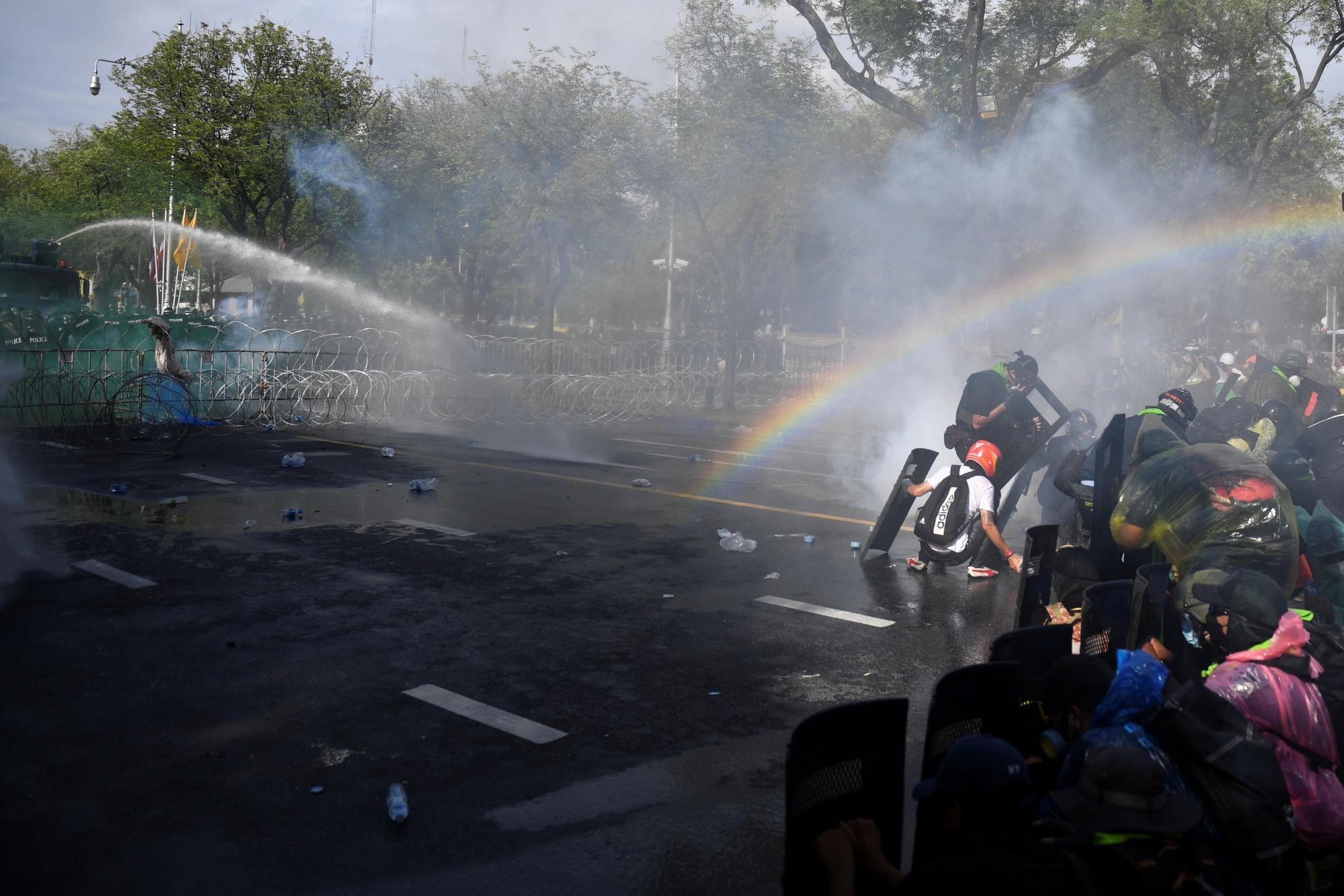 Biểu tình lớn tại Bangkok giữa đại dịch Covid-19 - ảnh 1