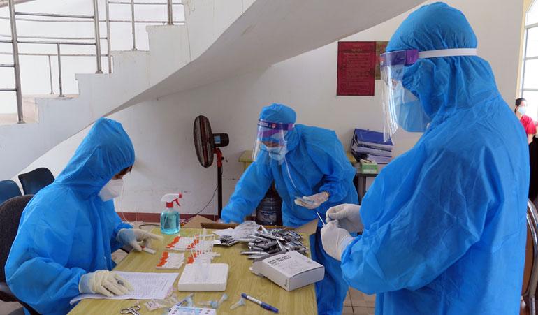 Phú Yên xây dựng kế hoạch lấy mẫu, xét nghiệm hằng ngày - ảnh 1