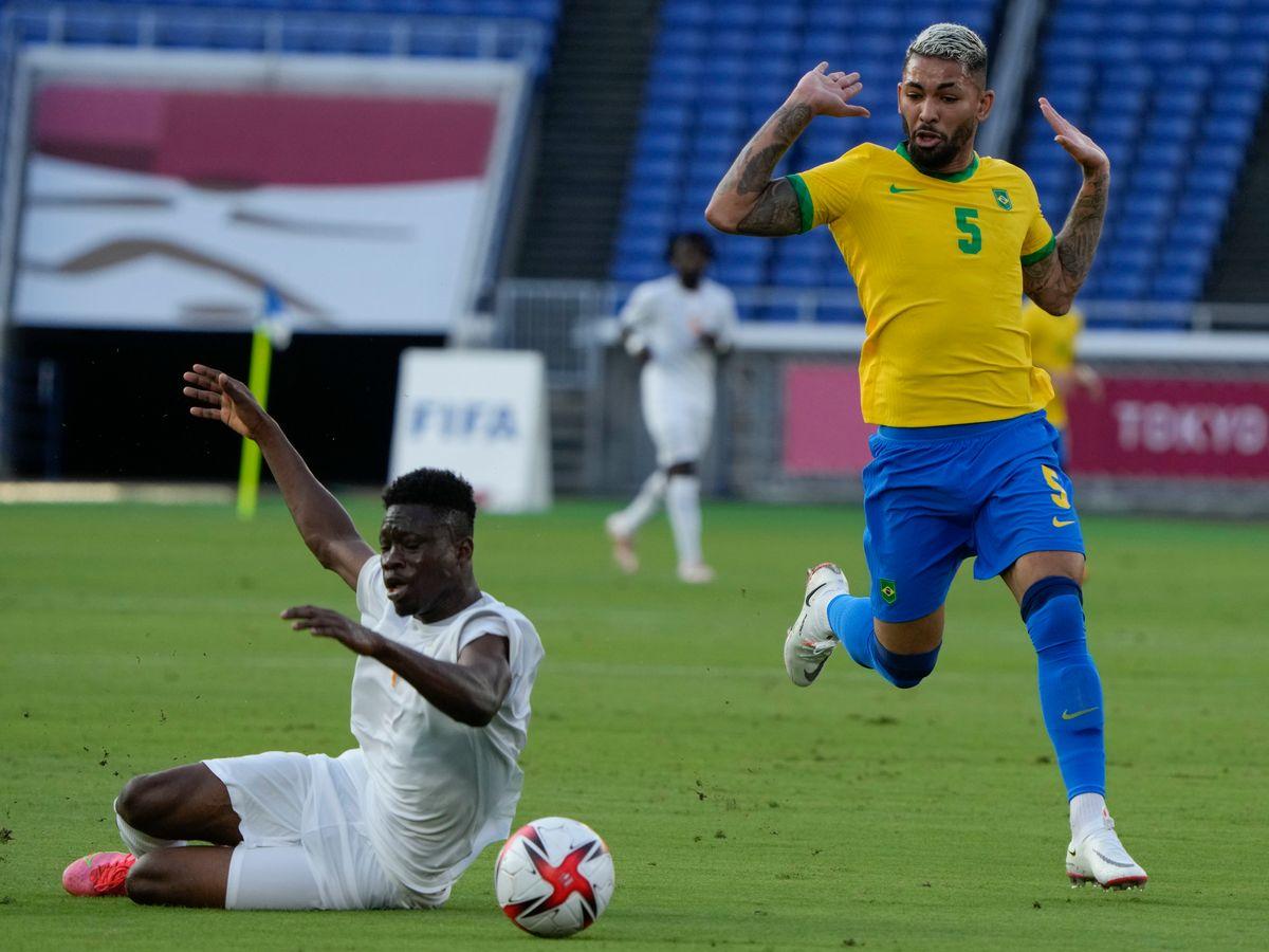 Người hâm mộ phản ứng gay gắt với trọng tài sau chiếc thẻ đỏ của cầu thủ Olympic Brazil