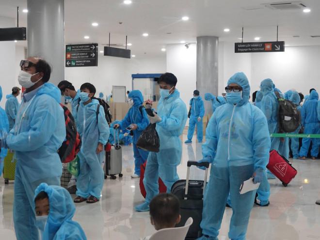 Hai người từ TP HCM về Bình Định trên chuyến bay miễn phí đầu tiên mắc Covid-19 - ảnh 1