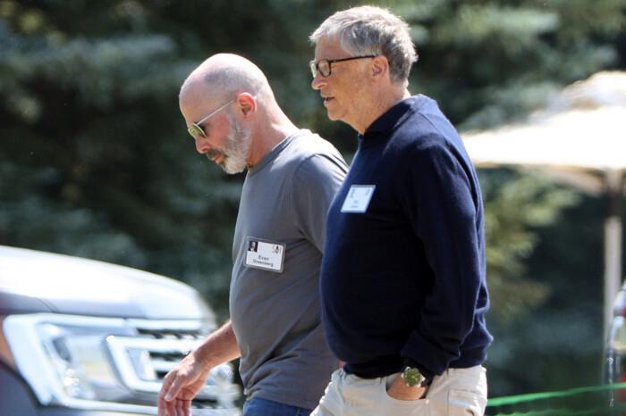 """Bill Gates """"suýt khóc"""", ám chỉ ly hôn là do lỗi của mình"""